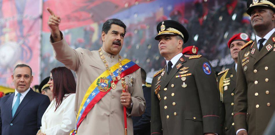 Maduro in uniform flanked by generals
